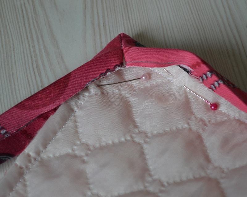 Как пришить бейку вдоль прямого угла одеяла