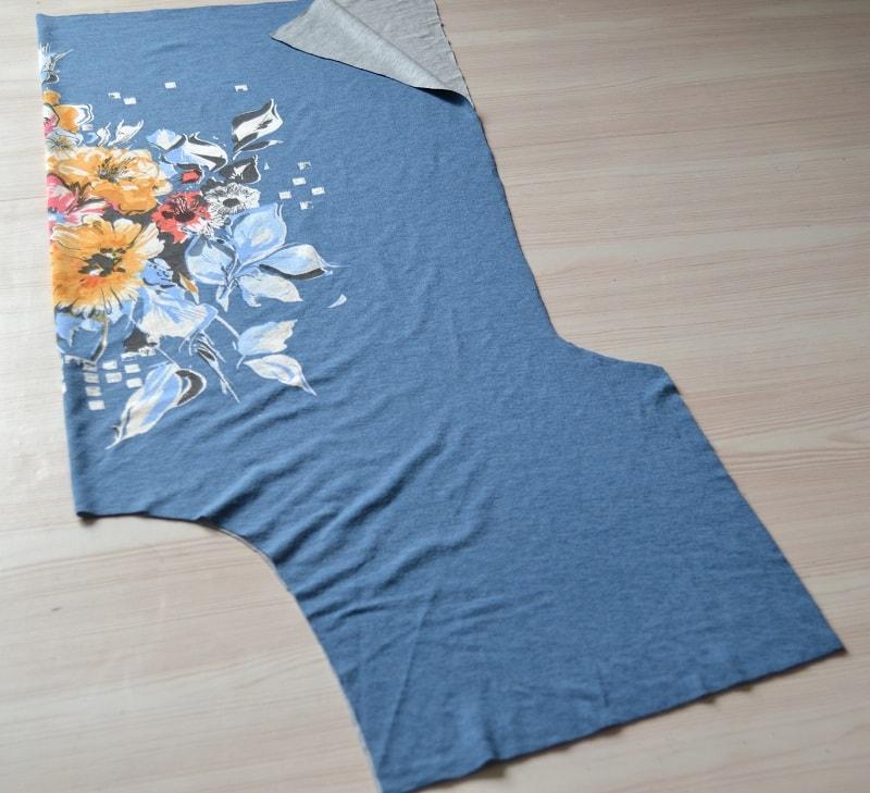 Как сшить женскую футболку из трикотажа, шаг 1