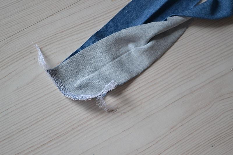 Как сшить женскую футболку из трикотажа, шаг 12