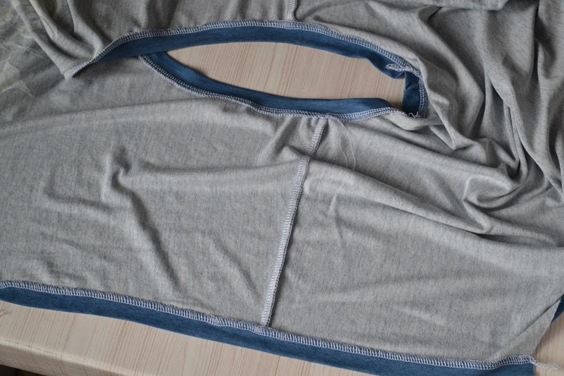 Как сшить женскую футболку из трикотажа, шаг 19