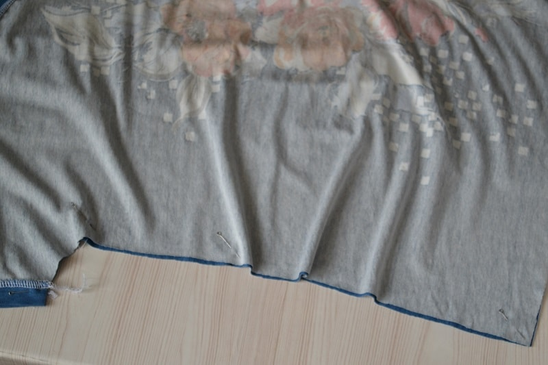 Как сшить женскую футболку из трикотажа, шаг 20