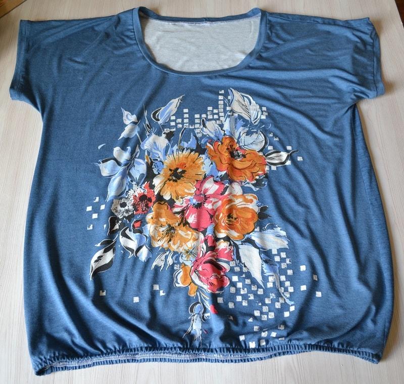 Как сшить женскую футболку из трикотажа, шаг 30