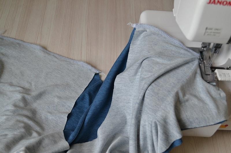 Как сшить женскую футболку из трикотажа, шаг 5
