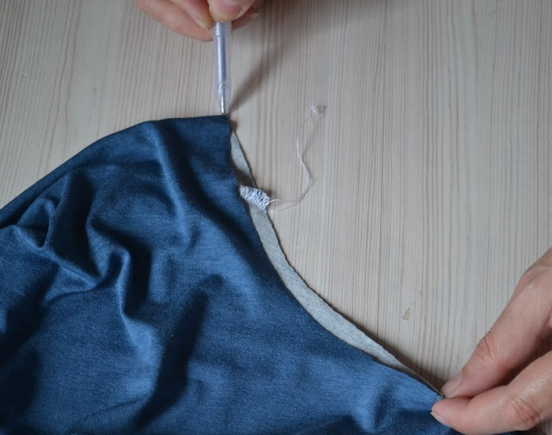 Как сшить женскую футболку из трикотажа, шаг 9
