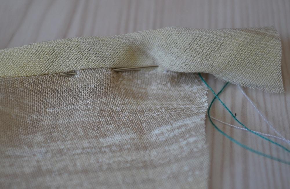 Обработка горловины и проймы платья косой бейкой, шаг 14