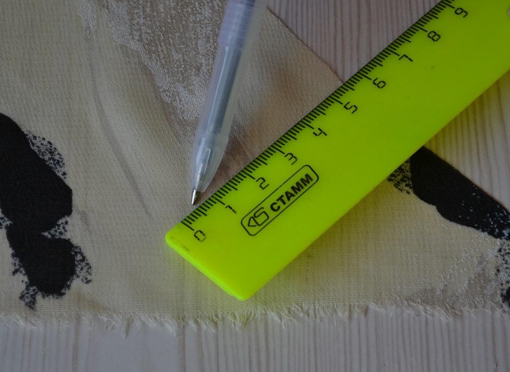 Обработка горловины и проймы платья косой бейкой, шаг 2