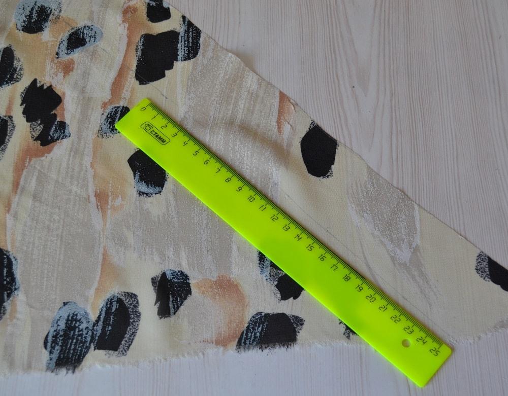 Обработка горловины и проймы платья косой бейкой, шаг 3