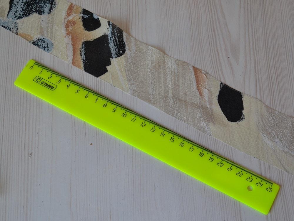 Обработка горловины и проймы платья косой бейкой, шаг 4