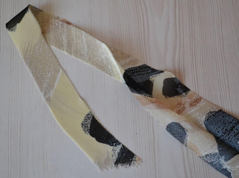 Обработка горловины и проймы платья косой бейкой, шаг 6
