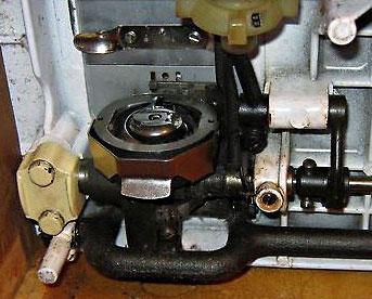 Челночный ход швейной машины Чайка