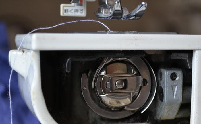 Вертикальный челнок швейной машинки