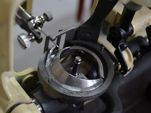 Качающийся челнок швейной машины Чайка