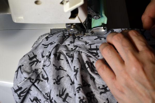 Как обработать низ юбки на оверлоке
