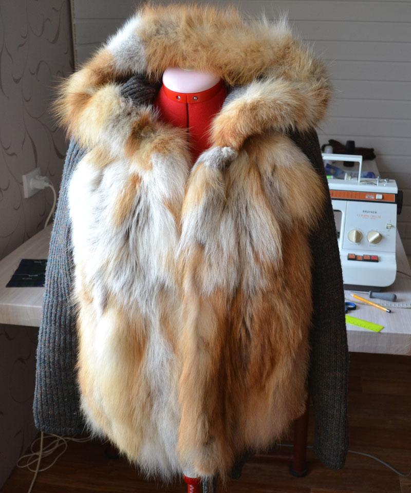 Полушубок с капюшоном из лисы