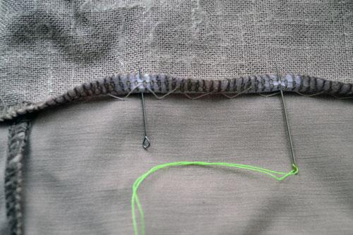 Обработать низ трикотажной юбки