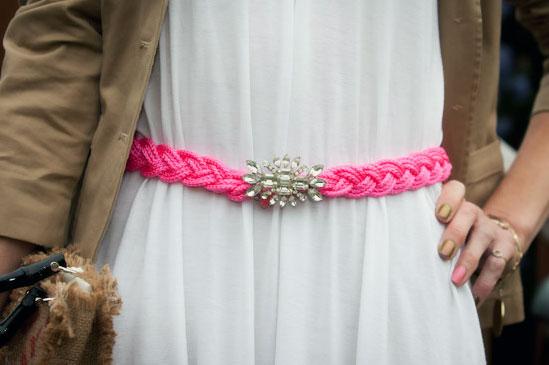 Как украсить лентами платье своими руками