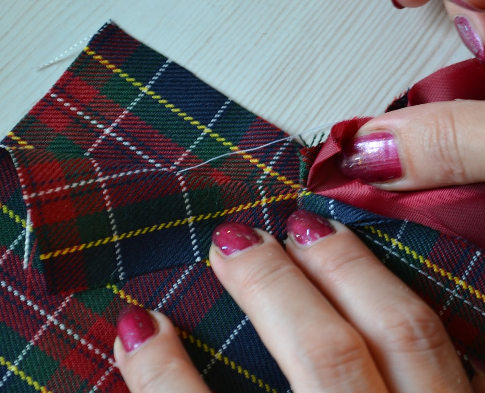 Обработка внутреннего бокового кармана платья, шаг 8