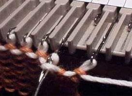 Вязание первого ряда с помощью деккера