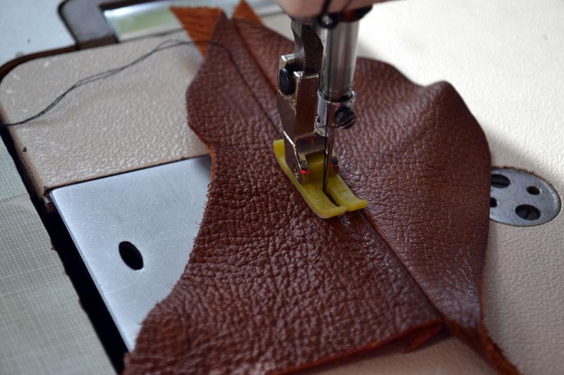 Пошив кожи на швейной машине